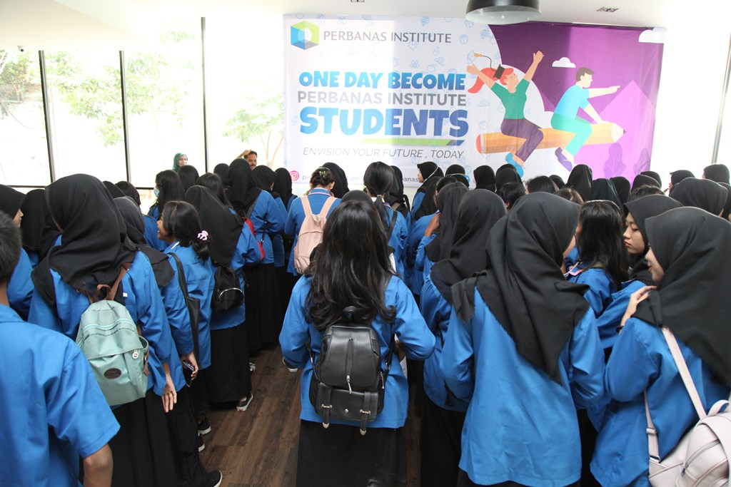 ONE DAY BECOME PERBANAS INSTITUTE STUDENTS