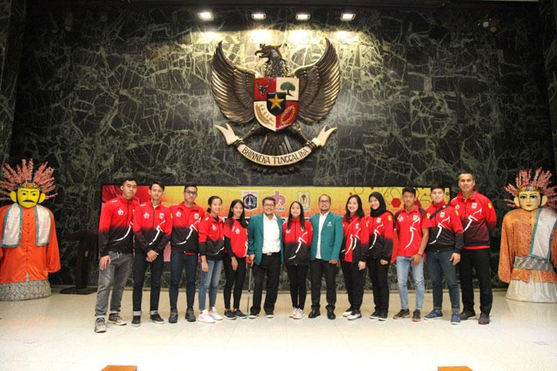 Pemberian Pernghargaan kepada Mahasiswa Atlet Perbanas Institute